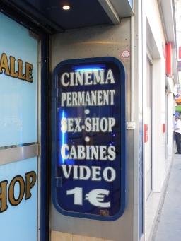 Paris sign Montmartre